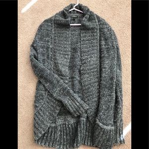 Grey cable-knit cacoon cardigan!